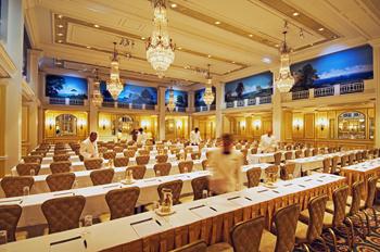 d1.hotels.willard.ballroom.story