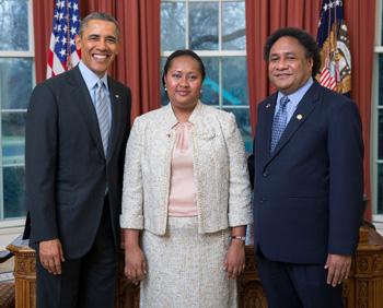b2.spouses.papua.new.guinea.obama.story