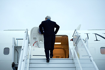 a3.diplomatic.experience.kerry.plane.story